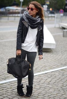 Black sneakers outfit, but with different sneakers. Because i dont like wedges..