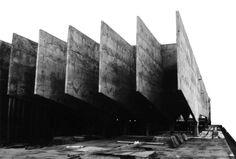 Construído pelo Francisco Petracco na Santos, Brazil na data 1964. Imagens do Arquivo F. Petracco. Memoria Descritivo para o Concurso I. O Problema