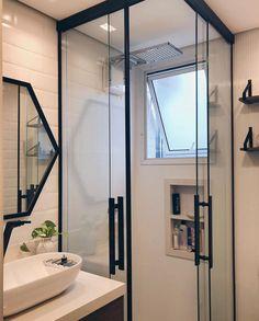 Banheiros pequenos decorados: 100 idéias, fotos e projetos - Baño - Bathroom Layout, Bathroom Interior Design, Small Bathroom, Bathroom Ideas, Bathroom Designs, White Bathroom, Deco Design, Design Case, Bathroom Inspiration