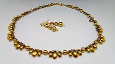 Souprava+Pearl+Golden+Originální+elegantní,ale+zároveň+i+jemná+souprava+vhodná+jak+ke+společenským+příležitostem,+tak+i+třeba+do+kostýmku,košili+či+šatům+Náhrdelník+je+vytvořený+z+nylonové+lanka+,perliček+a+korálků+Lupinek+zn.+Estrela,+broušených+korálků+velikosti+4+mm+a+českých+korálků+rokajl.+Vše+je+v+barvě+zlaté+s+nádechem+mědi+Použité+kovové...