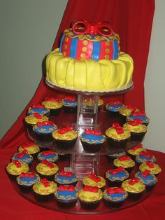 Snow White Cake and Cupcakes   maybe for Maddie's next birthday