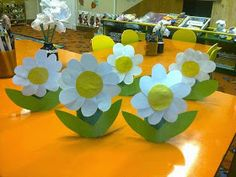 Sempre criança Spring Crafts For Kids, Easter Crafts For Kids, Summer Crafts, Fun Crafts, Art For Kids, Diy And Crafts, Jungle Decorations, School Decorations, Spring Activities