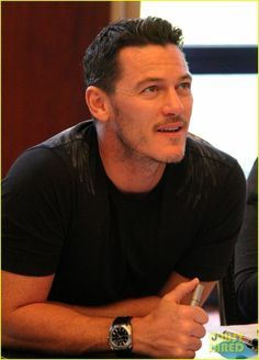 Luke Evans Is The Dragon Slayer in Germany for HobbitCon 3!   luke evans is the dragon slayer in germany for hobbitcon 3 17 - Photo