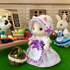 村のお母さんたち #シルバニア #シルバニアファミリー Calico Critters Families, Sylvania Families, Miniature Greenhouse, Sweet Little Things, Felt Bunny, Vbs Crafts, Modern Dollhouse, Family Outfits, Diy Doll