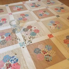 Old Quilts, Amish Quilts, Star Quilts, Quilt Blocks, Hexagon Patchwork, Hexagon Quilt, Patchwork Bags, Baby Girl Quilts, Girls Quilts