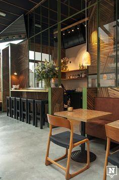Cosma Foodhouse in #Mechelen. Een lekkere maaltijd eten met je collega's, vrienden of familie? Kom dan naar Cosma Foodhouse, een fancy restaurant waar je kan genieten van een uitzicht op het mooie Mechelen. www.newplacestobe.com