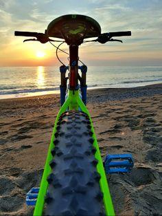 Old Bikes, Dirt Bikes, Road Cycling, Cycling Bikes, Mt Bike, Bicycle Tattoo, Mountian Bike, Bike Pedals, Cycling Outfit