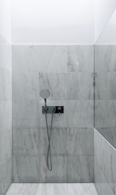 Tiago do Vale Arquitectos / Three Cusps Chalet, 2013 / Braga, PT Unisex Bathroom Sign, Bathroom Signs, Bathroom Drain, Bathroom Fixtures, Washroom, Bathroom Curtains, Fabric Shower Curtains, Modern Bathroom Design, Bathroom Interior