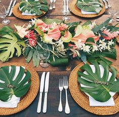 super ideas for bridal brunch table setting center pieces Tropical Centerpieces, Party Table Centerpieces, Centerpiece Ideas, Flower Centerpieces, Flower Arrangements, Tropical Party, Tropical Decor, Brunch Table Setting, Decoration Evenementielle