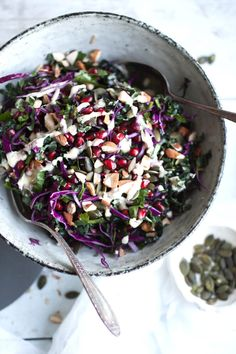 Vegan Detox Winter Raw Cabbage Salad // The colors of Winter in a bowl. Ridiculously nutritiuos ingredients drizzled with a finger licking dressing that you will be obsessed with. | The Green Loot #vegan #cleaneating #weightloss