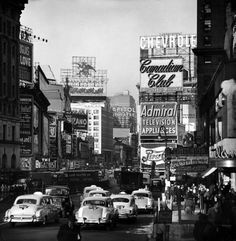 New York 1954. Would kill to have lived in the 20s-50s.
