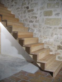 09-01 Escalier droit sur crémaillère « Espace Bois Plus Staircase Storage, Loft Stairs, Basement Stairs, House Stairs, Staircase Design, Stair Risers, Stair Railing, Escalier Design, Modern Stairs