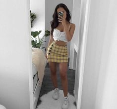Stunning Summer Outfits With Mini Skirt You Would Love To Try This Summer; Summer Outfits With Mini Skirt; Stunning Summer Outfits With Mini Skirt; Mini Skirt For Summer; Tumblr Outfits, Mode Outfits, Skirt Outfits, Stylish Outfits, Fashion Outfits, Teen Party Outfits, Fashion Ideas, Dinner Outfits, Blazer Outfits