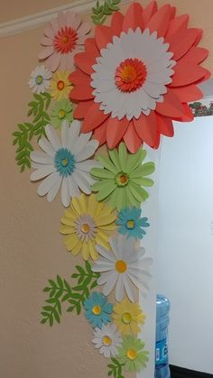 Spring Daisy Paper Flower set for house decor.Decorating your home with paper flowers can add a effect to your home decorations. Paper Flowers Craft, Paper Flower Wall, Giant Paper Flowers, Flower Crafts, Diy Flowers, Diy Design, Design Page, School Board Decoration, School Decorations
