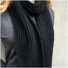 Knitted unisex scarf in Broken Rib Stitch. Free pattern from Fitzbirch Craft
