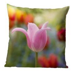 Kissen und Tücher mit pastellrosa Tulpen