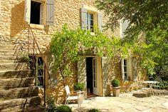 Mas de charme à Gordes dans le Luberon http://www.luberonweb.com/luberon/locations-de-vacances/mas-la-calade-2254/ A Gordes en Luberon, village classé dans le Vaucluse au coeur de la Provence. Hébergement de vacances dans un authentique mas provençal. Accueil pour 5 à 6 personnes, piscine, charme, ...  http://www.luberonweb.com/tourisme-Luberon-Provence/Gordes-27