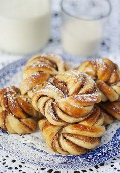 foodie-next-door: Swedish Cinnamon Buns Just Desserts, Dessert Recipes, Drink Recipes, I Love Food, Sweet Recipes, Swedish Recipes, Sweet Tooth, Sweet Treats, Cookies