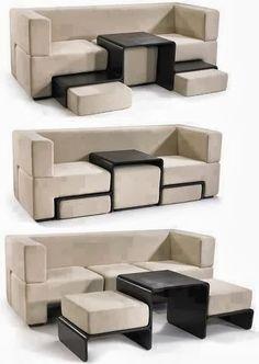 Sofá com dois assentos extras e um apoio de madeira no meio.
