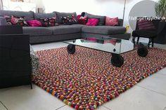 Der Teppich ist für Räume, die etwas Farbe und Schwung vertragen können, genau richtig. Das rechteckige Design fügt sich so gut wie in jede Umgebung.