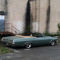 Bagged impala on combo Chevrolet Impala 1965, Chevy Impala Ss, Chevrolet Corvette, Custom Muscle Cars, Chevy Muscle Cars, Custom Cars, My Dream Car, Dream Cars, Custom Car Interior