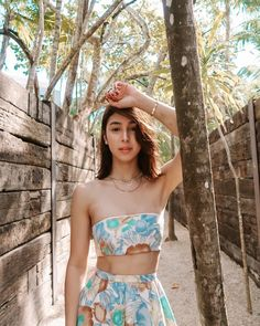 Tropical Beaches With Palm Trees Beach Photography Poses, Beach Poses, Portrait Photography, Julia Baretto, Romantic Beach Photos, Beach Pink, Instagram Beach, Pretty Beach, Tropical Beaches