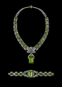 Exquisite jewels dazzle in historic Cartier exhibition at the National Gallery of Australia - Alain. Bijoux Peridot, Peridot Jewelry, Bangle Bracelet, Modern Jewelry, Vintage Jewelry, Antique Jewelry, National Gallery, Sterling Necklaces, Gummi Candy