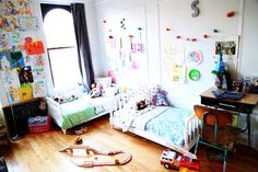 http://lovetaza.com/2014/03/saving-space-in-the-nursery-a-giveaway/