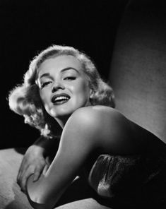 Marilyn Monroe and the Camera: бесконечный материал. Marylin Monroe, Marilyn Monroe Poster, Marilyn Monroe Photos, Gentlemen Prefer Blondes, Classic Movie Stars, Norma Jeane, Hollywood Actresses, Hollywood Glamour, Free Pictures