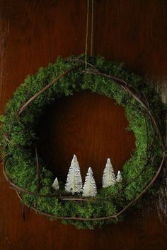 Green wreath, white bottle brush trees-absolutely love the simplicity of this!