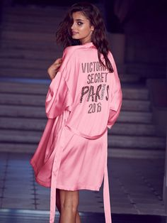 Lounge like an Angel in the official backstage wrap. | 2016 Victoria's Secret Fashion Show