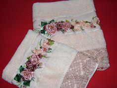 Artesanato Graça: Jogo de toalha, bordado em fita, Rosas em pétalas.