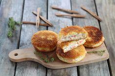 """750g vous propose la recette """"Mini croque-monsieur au saumon"""" accompagnée de sa version vidéo pour cuisiner en compagnie de Chef Damien et Chef Christophe."""