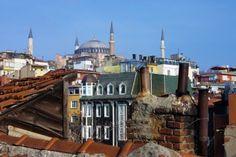 Santa Sofía Sobre Las Casas Y Los Tejados De Estambul, Turquía Fotos, Retratos, Imágenes Y Fotografía De Archivo Libres De Derecho. Image 10604124.