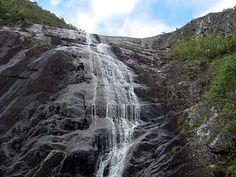 O Parque Nacional do Caparaó é um dos lugares de rara beleza mais interessantes do nosso país. Está localizado na divisa dos estados de Minas Gerais e Espírito Santo, na Serra da Mantiqueira, possuindo 31 mil hectares. Foi criado em maio de 1.961 e abriga o terceiro pico mais alto do Brasil, o Pico da Bandeira, com 2.897 metros de altitude – superado apenas pelo Pico da Neblina (3.014 metros de altitude) e o Pico 31 de Março (2.992 metros de altitude) – ambos situados no Parque Nacional do…