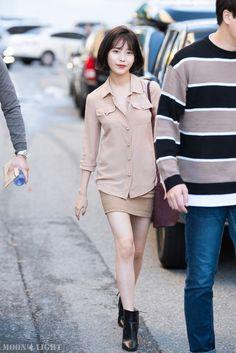 [161025] 열린음악회 출퇴근길 아이유 직찍 by 달빛마차 Iu Fashion, Korean Fashion, Street Wear, Warm, Bikinis, Cute, Kids, How To Wear, Korean Style