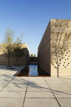 Using the winery's name as a concept driver (Cuna de Tierra) and its connection to the context, the design process explores the relationship between wine development, the site, the user and the main material in use; poured soil, which indeed...