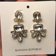 Banana Republic Earrings Brand new, never worn Banana Republic crystal and gold drop earrings.  Great statement earrings! Banana Republic Jewelry Earrings