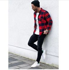 Looks Masculinos com Adidas Stan Smith, pra inspirar! - Boda Tutorial and Ideas Red Shirt Outfits, Red Flannel Outfit, Black Shirt Outfit Men, Checked Shirt Outfit, Red And Black Shirt, Casual Outfits, Men Casual, Casual Shoes, Flannel Style