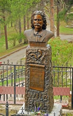 Grave Marker- Wild Bill Hickok stands in Mount Moriah cemetery in Deadwood, South Dakota. it's a LONG STEEP walk to the top to see this but well worth it Cemetery Monuments, Cemetery Headstones, Old Cemeteries, Cemetery Art, Graveyards, South Dakota Vacation, South Dakota Travel, North Dakota, Calamity Jane