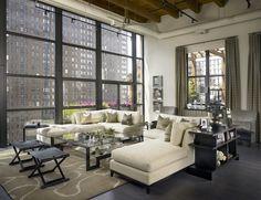 Bel séjour avec vue dans un style industriel contemporain