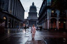 Joan Alvado gana el XV Premio Nuevo Talento FNAC de Fotografía por su serie Cuban Muslims...  Joan Alvado ha ganado el XV Premio Nuevo Talento FNAC te contamos imágenes y breve explicación de su trabajo Cuban Muslims Tropical Faith