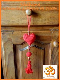 Guia de un corazon y borla en amigurimi
