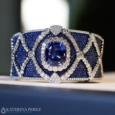 Masterpiece bracelet with an impressive sapphire and diamonds by Miseno