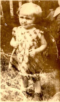 Shura Apeldorfer was sadly murdered in Auschwitz-Birenkau in 1944 at age 4