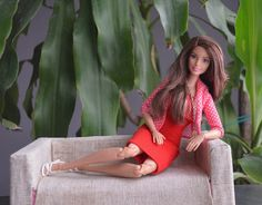 """I love this girl! I think that these new """"Made to move Barbie"""" will also attract collectors who do not like Barbie dolls ..."""