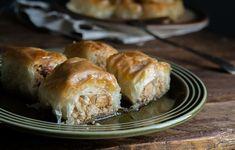 Δεν ξέρω αν είναι υπερβολή αλλά αυτά τα Μπακλαβαδάκια με Μακεδονικό Χαλβά με Αμύγδαλο με την τραγανή γέμιση από χαλβά είναι to die for! Cyprus Food, Greek Cooking, Lenten, Sweets, Bread, Candies, Yum Yum, Style, Lenten Season