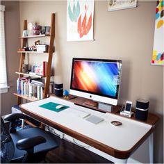 에어론 체어로 유명한 HermanMiller의 Airia Desk. 진-짜 이쁘다. 실용적인 선 정리 구멍 봐라 저 색상 하며.. (가격 : 290만원) 으앙 쥬금.