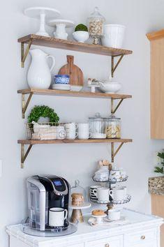 50 Stunning Farmhouse Kitchen Storage Ideas Best For Designing Your Kitchen - Trendehouse Farmhouse Style Kitchen, Rustic Kitchen, Kitchen Decor, Kitchen Ideas, Ikea Kitchen, Country Kitchen, Modern Farmhouse, Kitchen Organization, Kitchen Storage