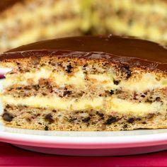 Vă prezentăm cea mai simplă și ușoară rețetă de tort. Blatul delicios cu miez de nucă și crema fină de vanilie fac acest tort să fie divin! Vă îndemnăm cu drag să-l preparați și voi Apple Desserts, Party Desserts, Just Desserts, Dessert Recipes, Hungarian Cake, Romanian Desserts, Specialty Cakes, Something Sweet, Portuguese Recipes